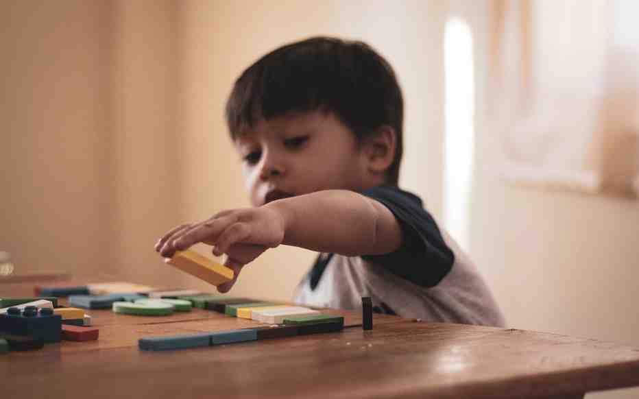 Qui a fondé la marque Playmobil ?