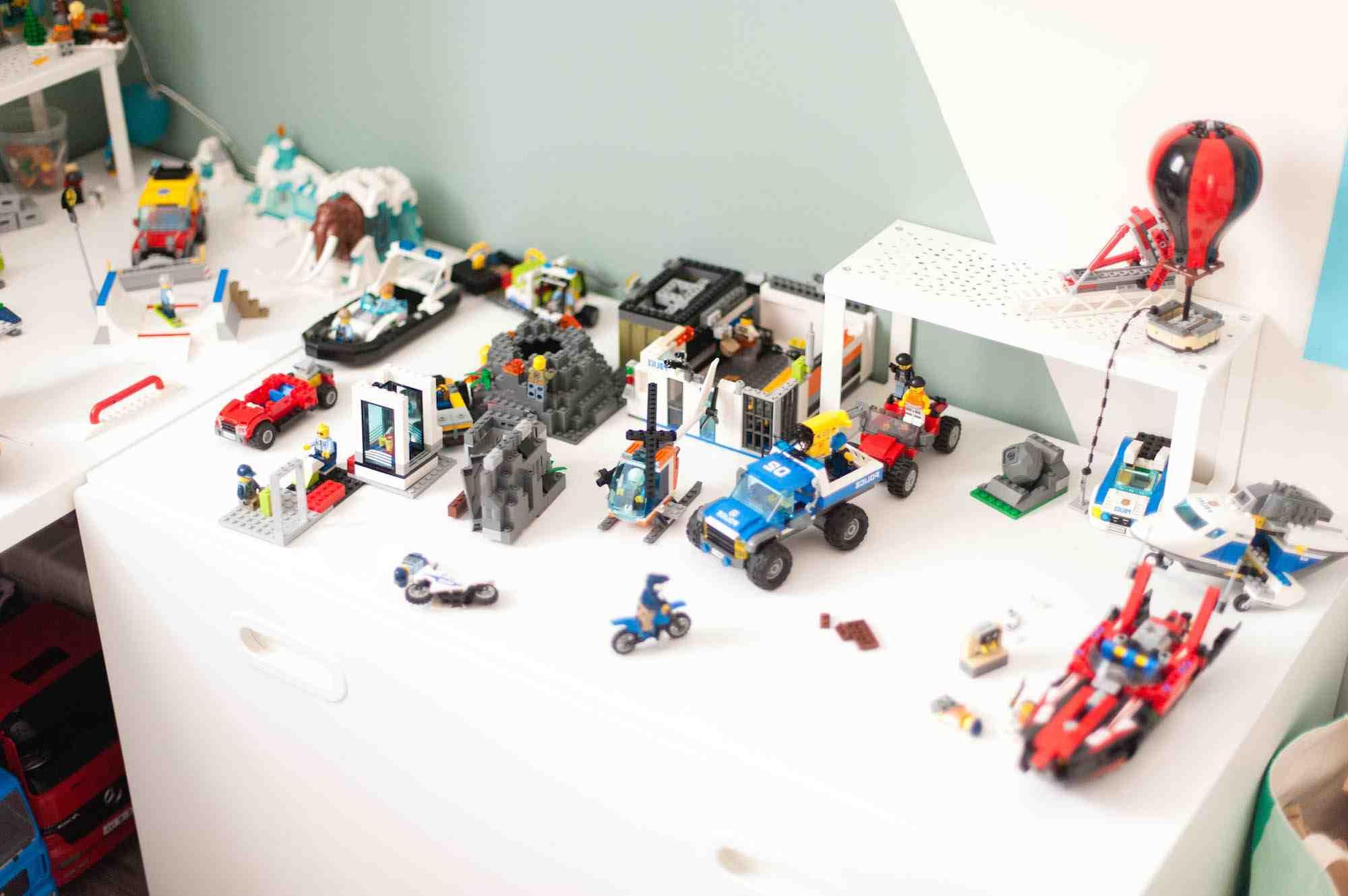 Comment construire une table en LEGO ?